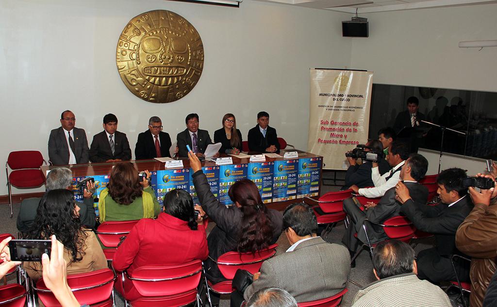 PRESENTARON 4TA SEMANA EMPRESARIAL ORGANIZADO POR EL GOBIERNO MUNICIPAL DEL CUSCO EN COORDINACIÓN CON LA UNIVERSIDAD SAN ANTONIO ABAD