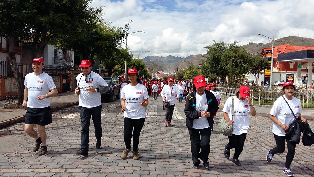 GOBIERNO MUNICIPAL DEL CUSCO INICIÓ LAS CICLOVIAS RECREATIVAS 2015 CON LA PARTICIPACIÓN MASIVA DE LA POBLACIÓN CUSQUEÑA