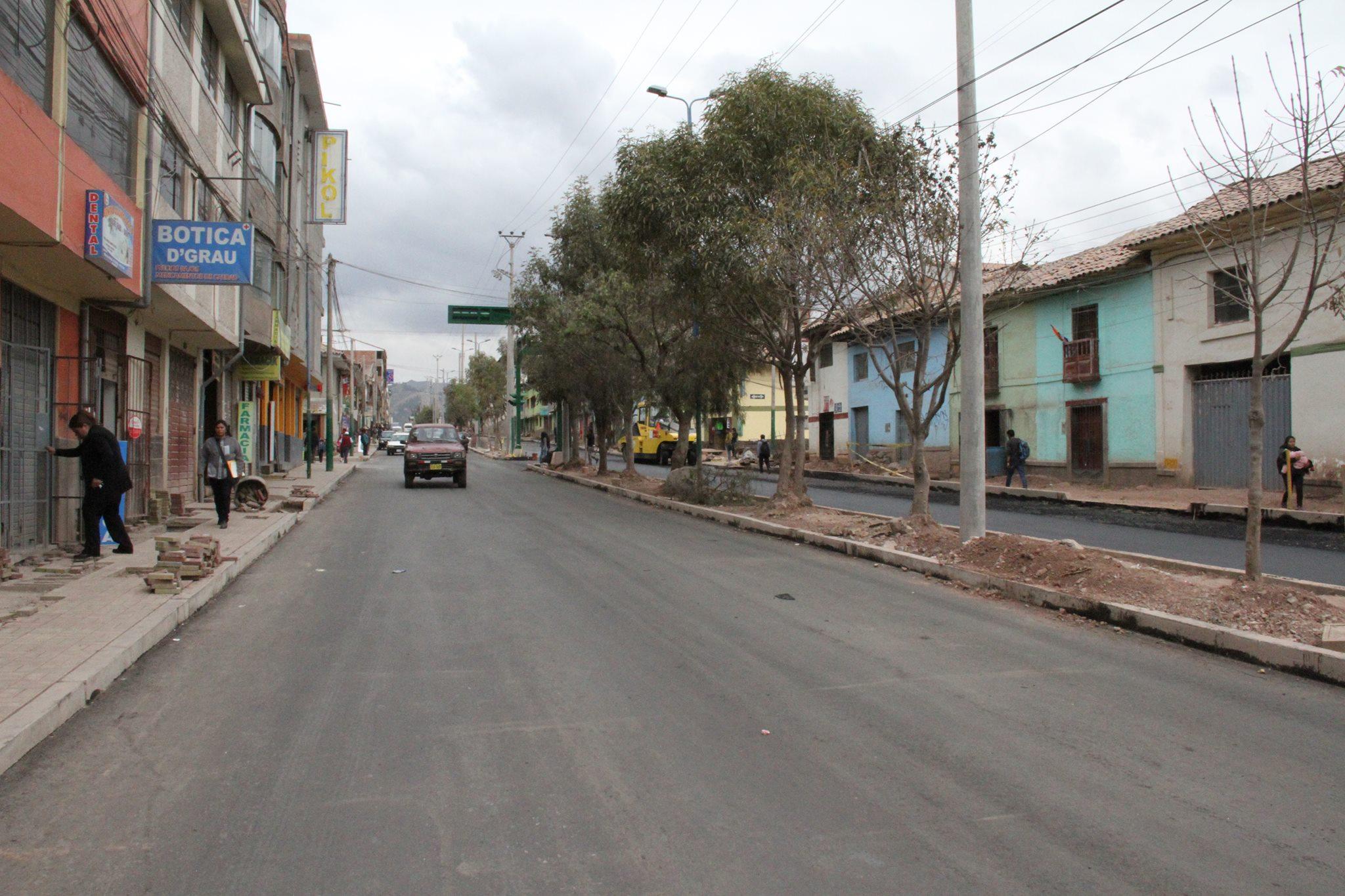 HOY SE APERTURA CARRILES DE SUBIDA Y BAJADA DE LA OBRA DE MEJORAMIENTO DE LA TRANSITABILIDAD VEHICULAR Y PEATONAL DE LA AVENIDA GRAU