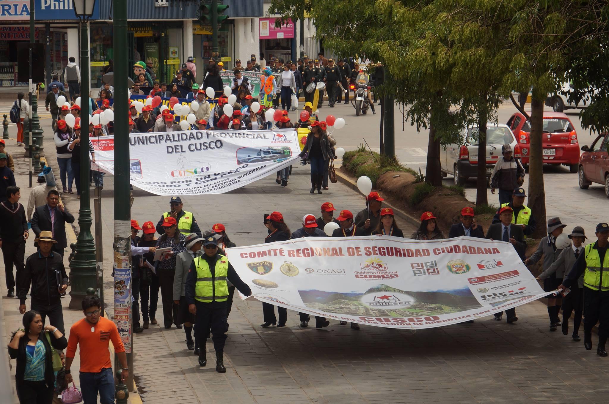 """MUNICIPALIDAD DEL CUSCO PARTICIPA DE LA MARCHA CÍVICA DE PREVENCIÓN """"JÓVENES POR UNA VIDA SIN VIOLENCIA""""."""