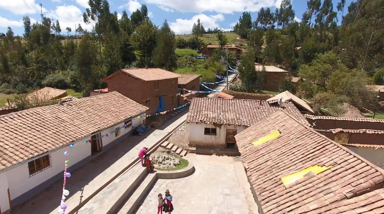MUNICIPALIDAD DEL CUSCO ENTREGA OBRA DE MEJORAMIENTO PEATONAL EN EL CENTRO POBLADO DE TAMBOMACHAY CON UNA INVERSIÓN APROXIMADA DE UN MILLÓN DE SOLES.