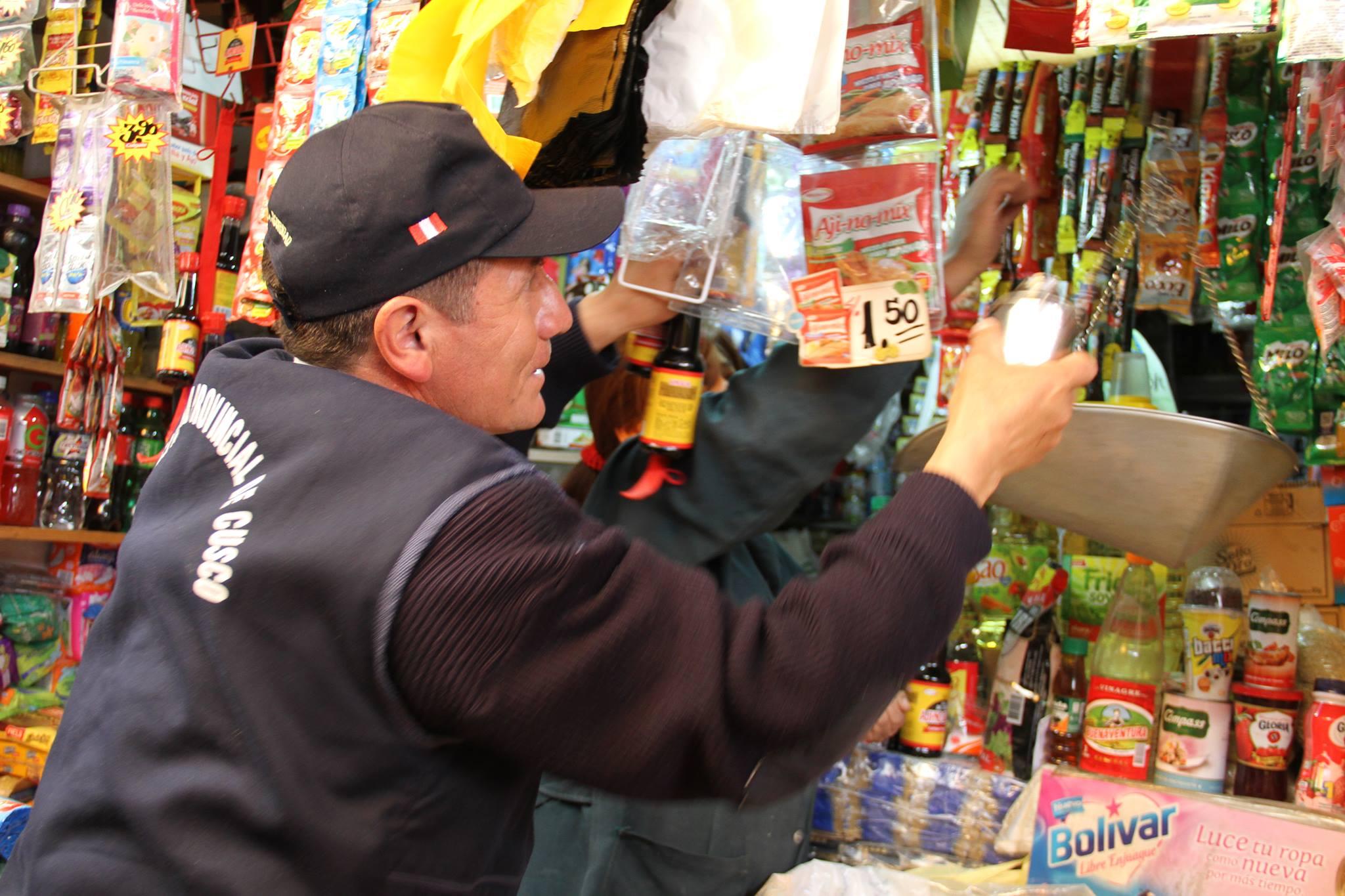 Acciones serán permanentes en estas fiestas de navidad y fin de año MUNICIPALIDAD DEL CUSCO INTENSIFICA OPERATIVOS DE CONTROL Y SALUBRID EN ESTABLECIMIENTOS COMERCIALES DEL CENTRO DE LA CIUDAD