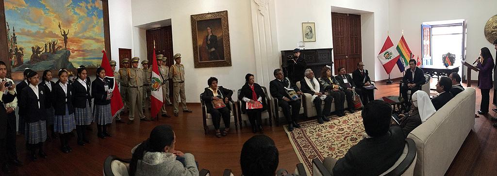 MUNICIPALIDAD DEL CUSCO DISTINGUIÓ CON RESOLUCIÓN DE ALCALDÍA A VISITANTES AL VI CONGRESO DE COLEGIOS BOLIVARIANOS