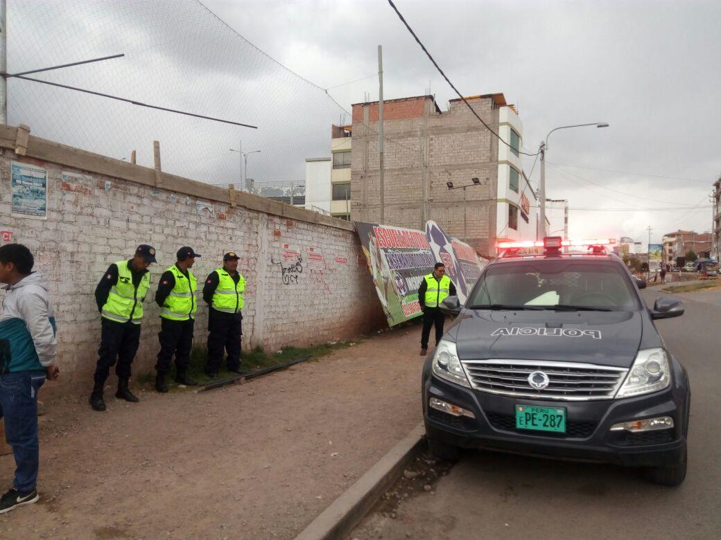"""CENTRO DE DIVERSIÓN """"DEPORCENTRO"""" DE LA AV. COLLASUYO REABREN SUS INSTALACIONES DESACATANDO A LA AUTORIDAD MUNICIPAL."""