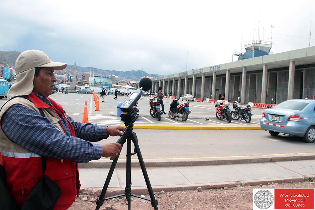 CUSQUEÑOS SOPORTAN HASTA 90 DECIBELES DE RUIDO POR VUELO DE AVIONES EN EL AEROPUERTO ALEJANDRO VELASCO ASTETE DE CUSCO.