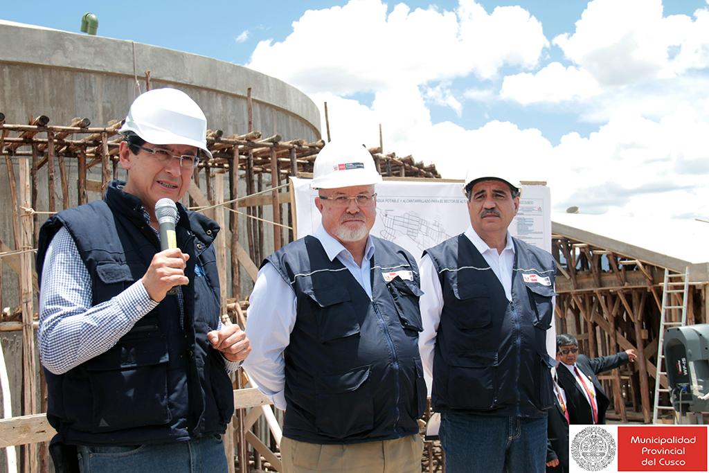 ALCALDE CARLOS MOSCOSO SUPERVISA OBRAS JUNTO AL MINISTRO DE VIVIENDA CARLOS BRUCE EN CUSCO