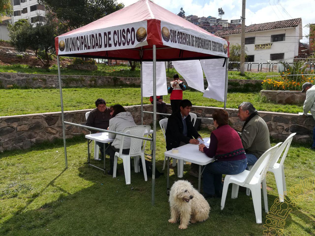 LA MUNICIPALIDAD ORIENTA EN BARRIOS PARA REGULARIZAR LICENCIA DE EDIFICACIÓN.