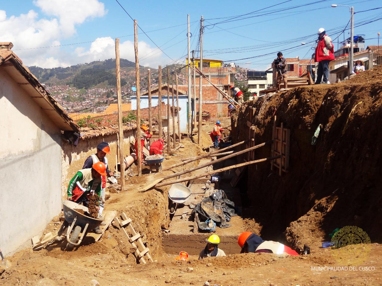 AVENIDA  ERNESTO  GUNTHER  EN EL TRADICIONAL BARRIO DE SAN  BLAS CONTARÁ  CON INFRAESTRUCTURA  VEHICULAR  Y PEATONAL