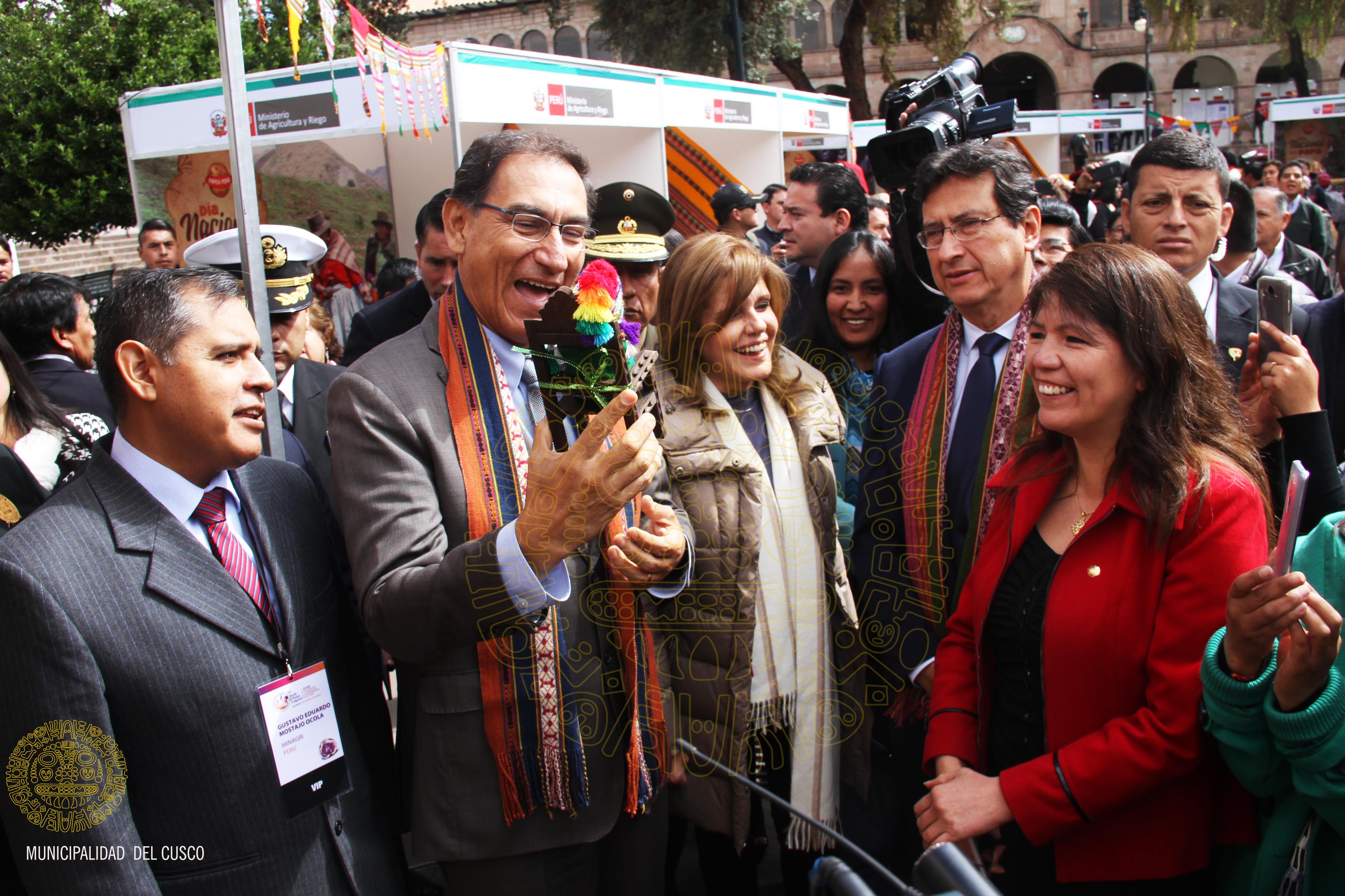 PRESIDENTE DE LA  REPÚBLICA MARTÍN VIZCARRA VISITA LA CIUDAD DEL CUSCO PARA REUNIRSE CON EL ALCALDE CARLOS MOSCOSO PEREA