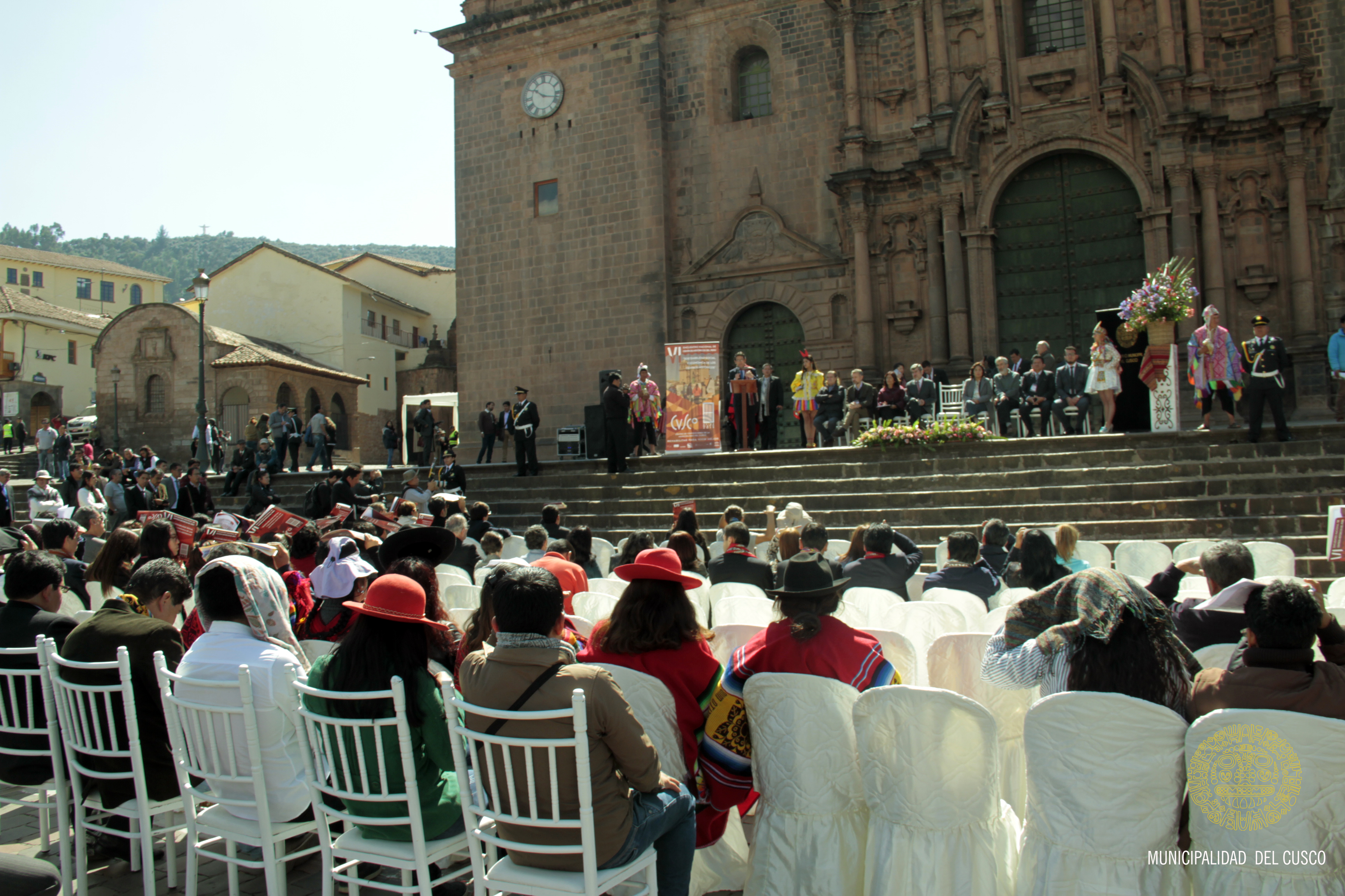 VI ENCUENTRO NACIONAL DE CENTROS HISTÓRICOS DEL PERU SE INAUGURÓ EN LA PLAZA DE ARMAS.