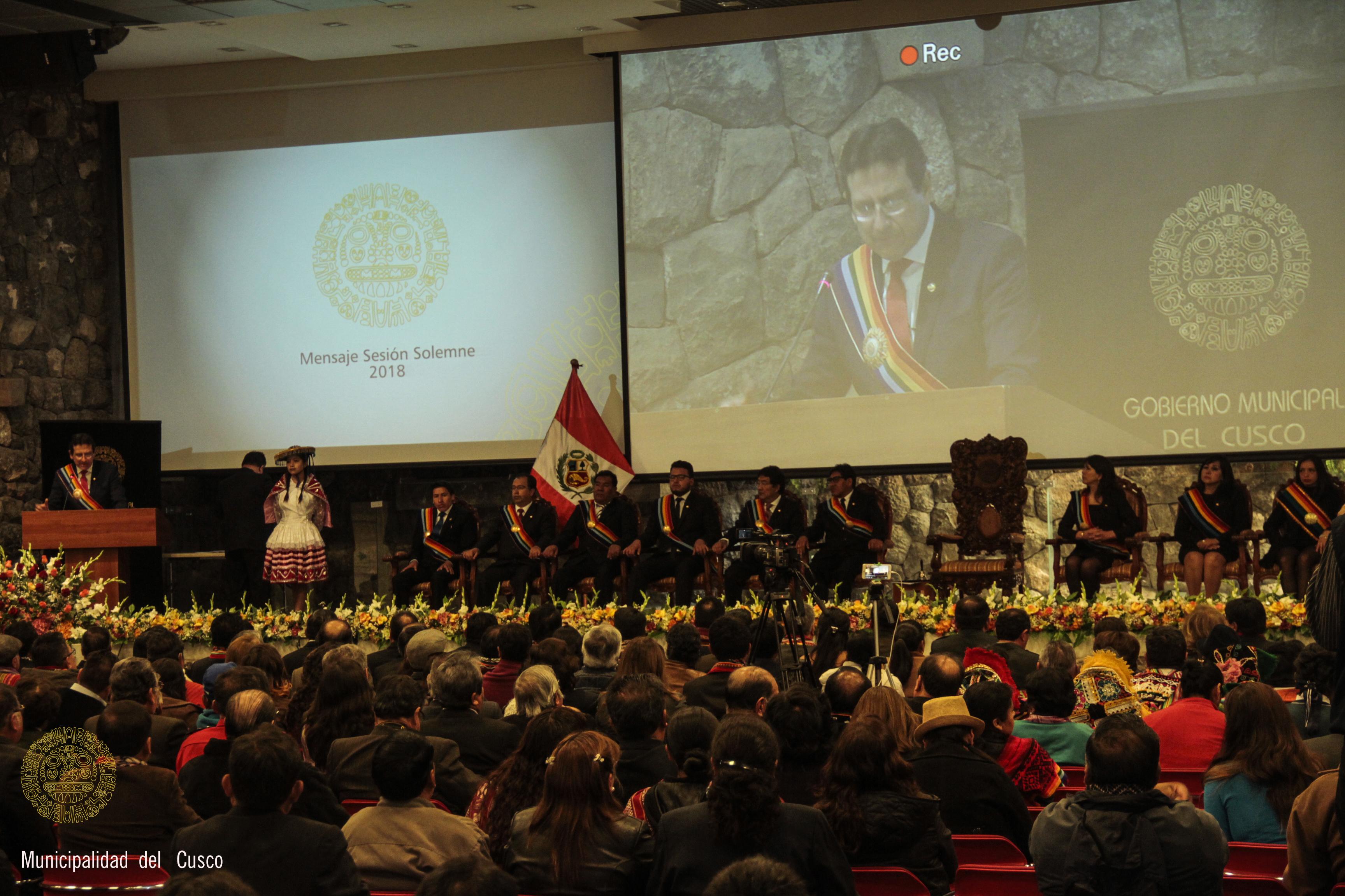MUNICIPALIDAD  PROVINCIAL DEL CUSCO RINDIÓ  HOMENAJE A LA CIUDAD IMPERIAL  EN SESIÓN SOLEMNE