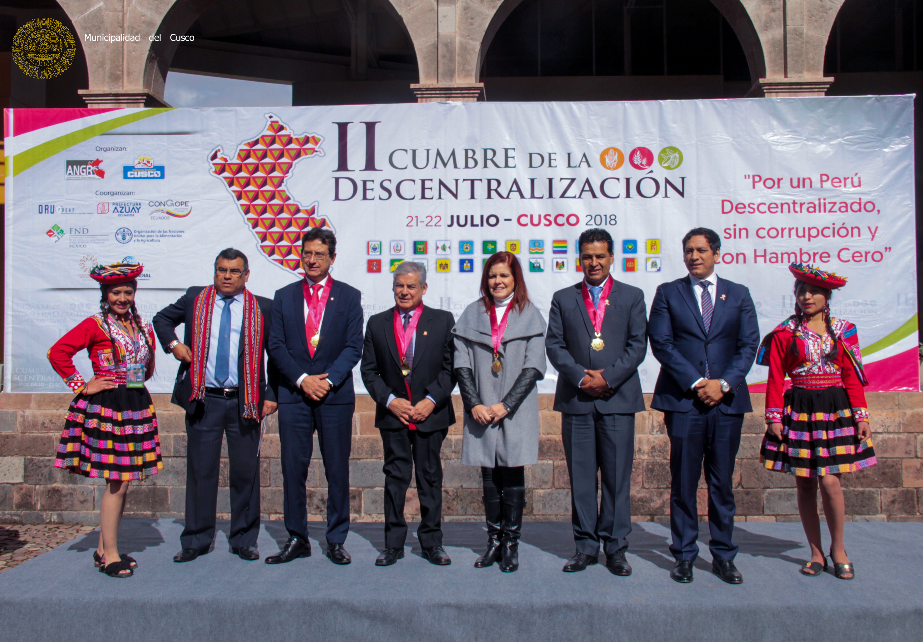 ALCALDE DEL CUSCO  PARTICIPA   EN SEGUNDA CUMBRE  DE DESCENTRALIZACIÓN  EN LA CIUDAD IMPERIAL.