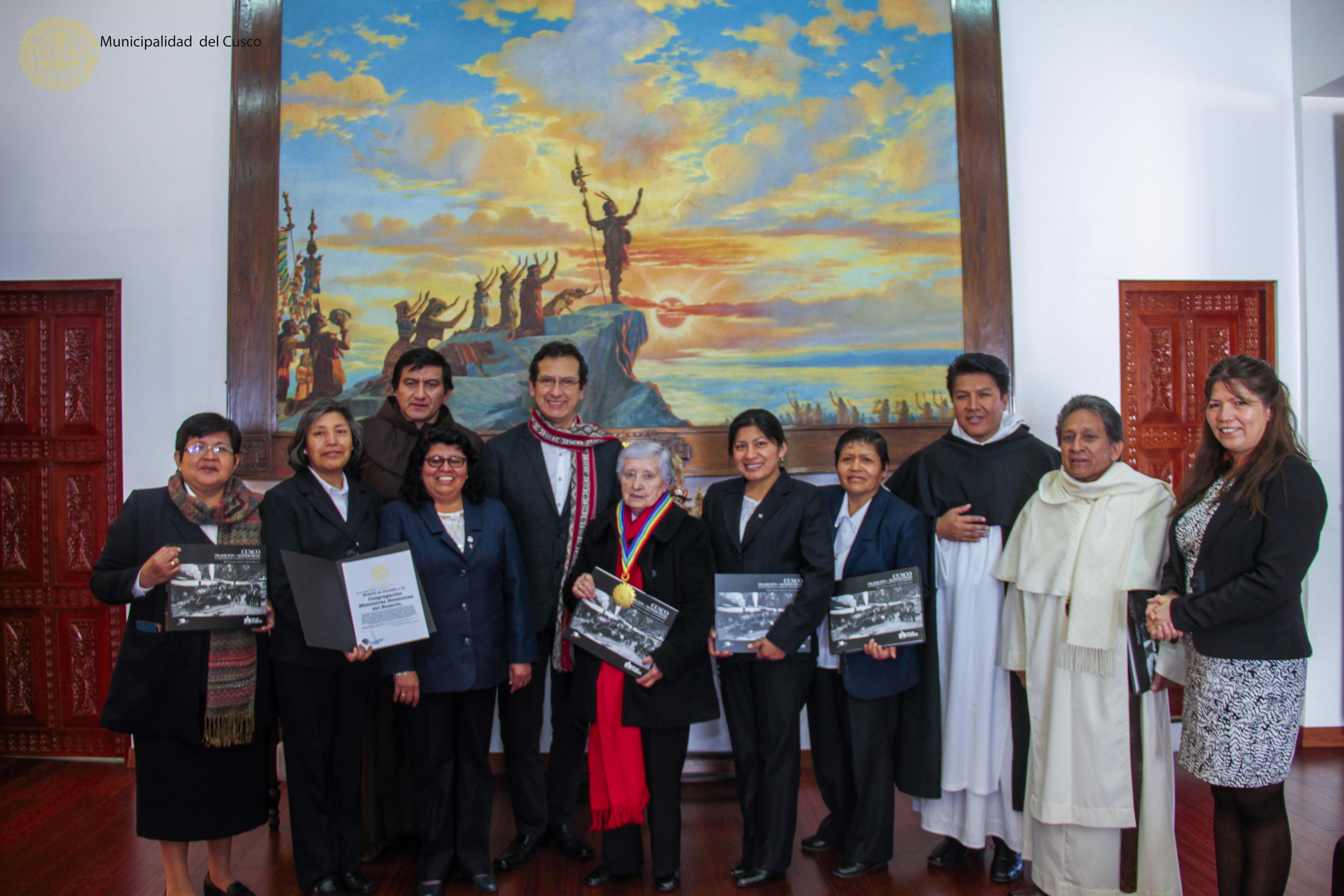 MUNICIPALIDAD DE CUSCO ENTREGÓ MEDALLA DE ALCALDÍA A LA CONGREGACIÓN DE LAS HERMANAS DOMINICAS DEL ROSARIO