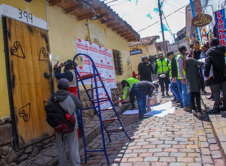 """CLAUSURA DE LA DISCOTECA  """"CENTRIKA """" EN LA CALLE  SUECIA EN EL CENTRO  HISTÓRICO DEL CUSCO"""