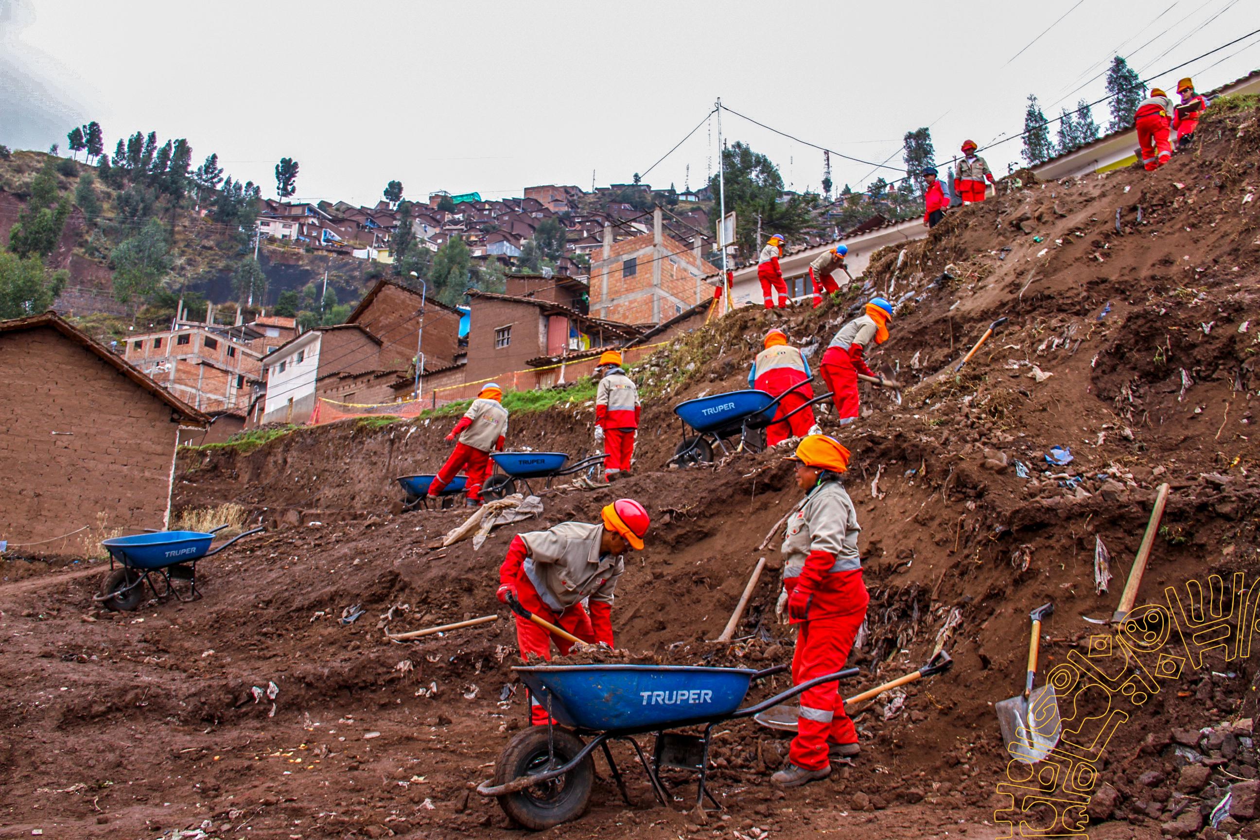 SE INICIA LA  CONSTRUCCIÓN DE PISTAS Y VEREDAS  EN LA APV. SIMÓN BOLÍVAR EN LA ZONA NOROCCIDENTAL DE CUSCO.
