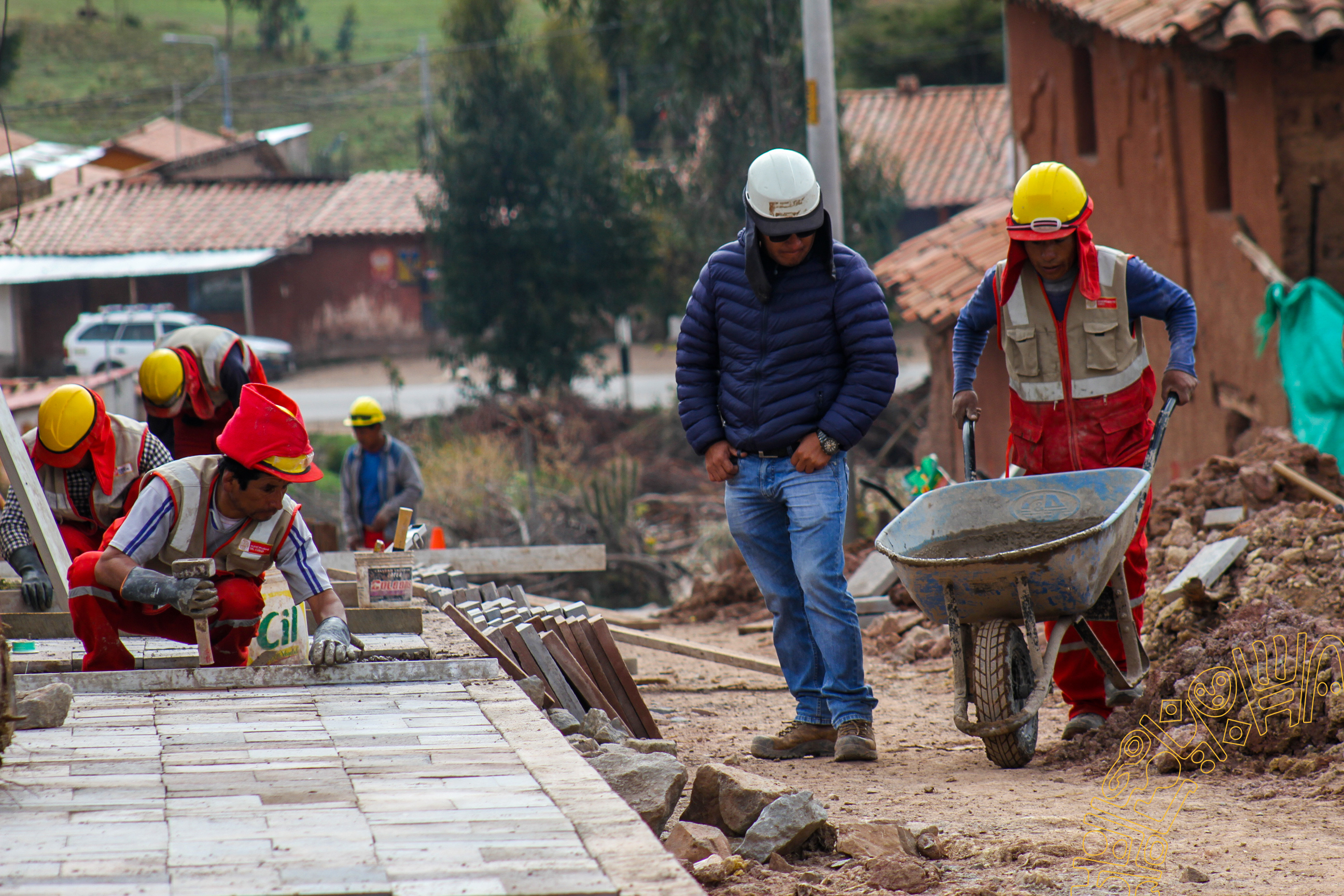 CONSTRUCCIÓN DE PISTAS  Y VEREDAS EN LA COMUNIDAD DE  HUAYLLARCOCHA  EN LA PROVINCIA DE CUSCO