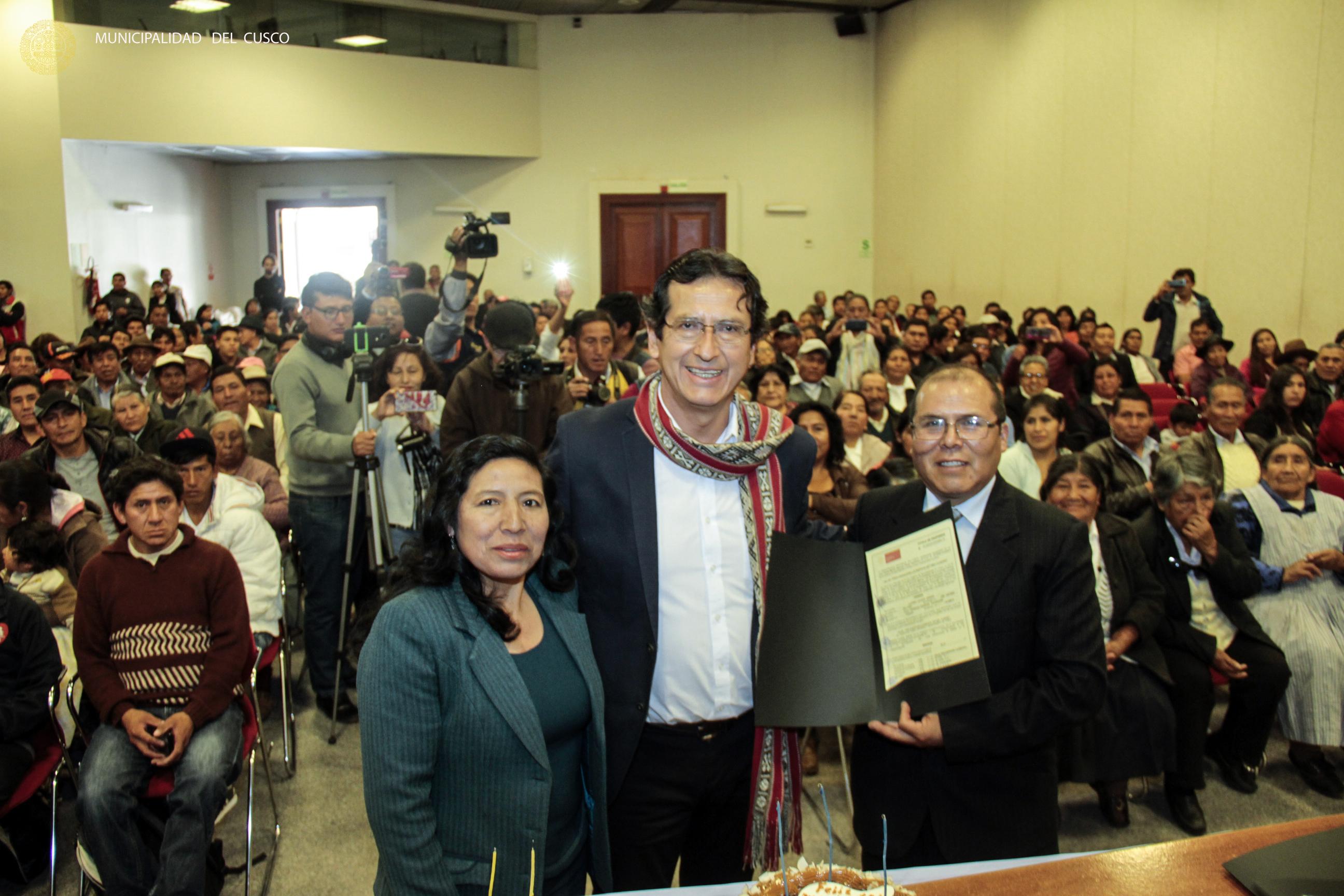 MUNICIPALIDAD PROVINCIAL DEL CUSCO ENTREGO 150 TÍTULOS DE PROPIEDAD LUEGO DE 40 AÑOS DE ESPERA